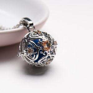 Quartrefoil Flower Perfume Necklace