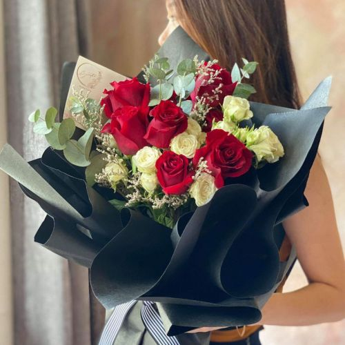 Beyoutee and The Beast Roses Bouquet