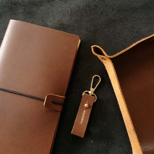 Premium Personalised Leather Gift Set F - Leather Valet Tray (Medium) + Leather Keychain + Leather Journal