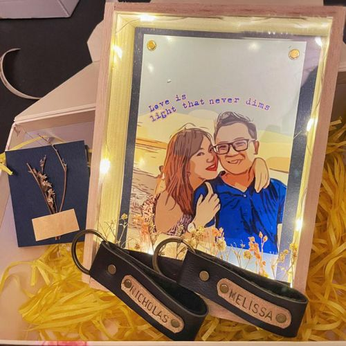 Wooden Frame with Flower Set For Couple (Keychains)