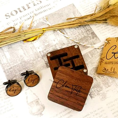 Customized cufflinks with engravable wooden box