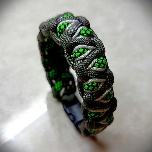 Personalized Alienated Paracord Bracelet