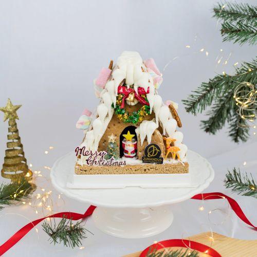 Gingerbread House (Christmas Cake)