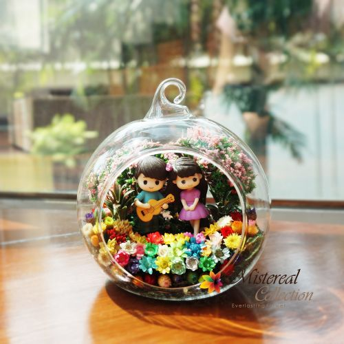 Couple with Guitar - Mistereal Preserved Flowers