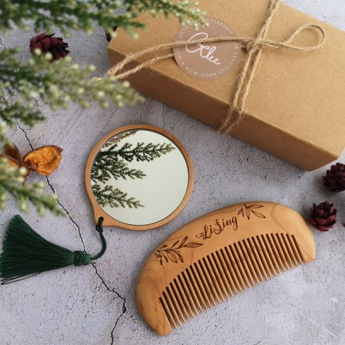 PERSONALIZED MIRROR WITH COMB SET