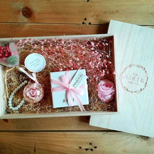 Amelia Flower Gift Box - with Jewelry with Swarovski Elements